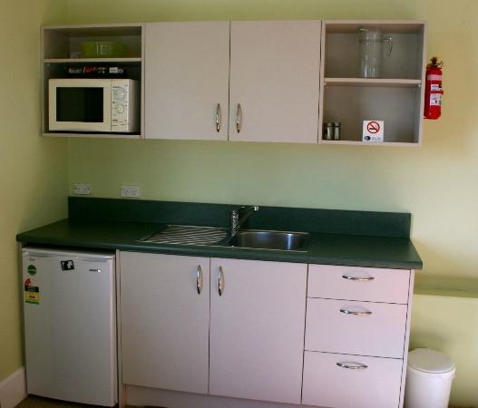 Seaview Motel: Kitchenette in 1 bedroom unit