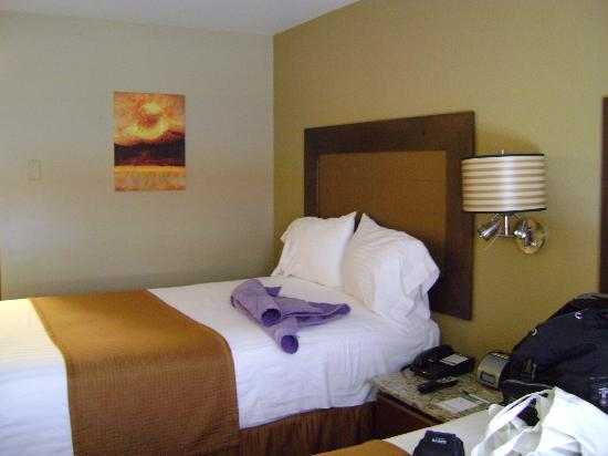 The East Avenue Inn & Suites: 2-bed room - nice and new with good beds