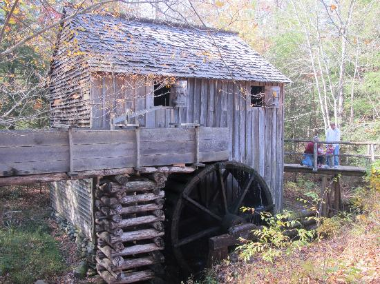 Glenstone Lodge: Grist Mill in Cades Cove