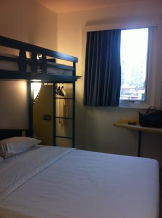 Hotel ibis budget Rio de Janeiro Centro: the room fits three people