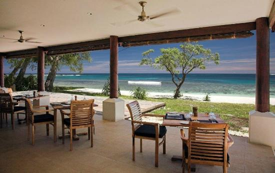 Eratap Beach Resort: restaurant deck