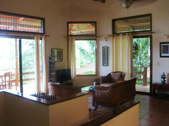 Paradise Costa Rica: Living room with access to the balcony on both sides