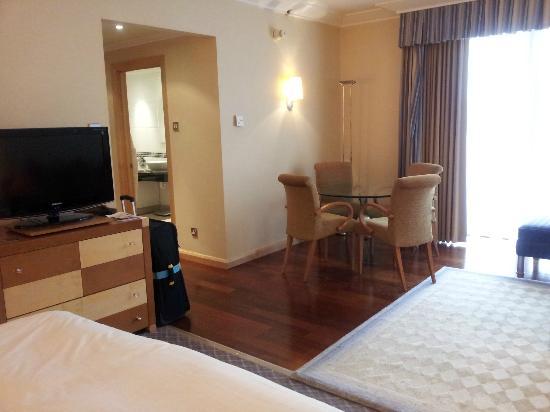 Crawley, UK: King Junior Suite, Room No 3232