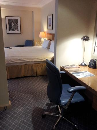 Hilton London Gatwick south terminal: King Junior Suite, Room No 3232