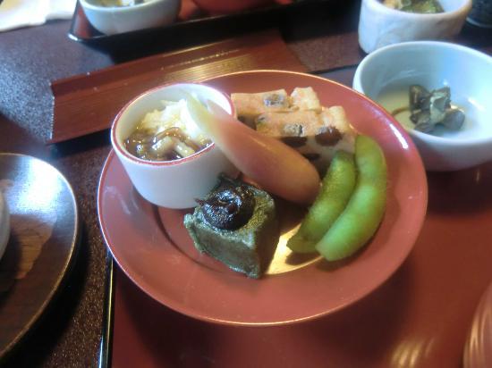 Hachinoki Kitakamakuraten: なめこと叩き長芋 擬製豆腐 蓬麩田楽 だだちゃ豆 酢取り茗荷