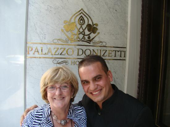Palazzo Donizetti Hotel: Very helpful staff; saying farewell to Sedat, the bellboy at hotel.