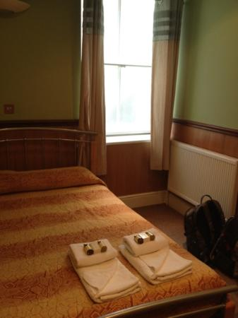 Gower House Hotel: View of the bed from the door.
