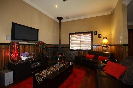 Top of the Range Retreat: Cosy Lounge Room