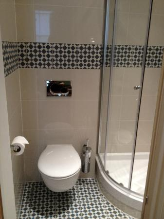 Gower House Hotel: The new bathroom tiles