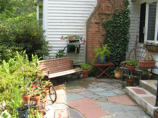Birdsong Bed & Breakfast of Amherst: a view of the front patio area of the B&B