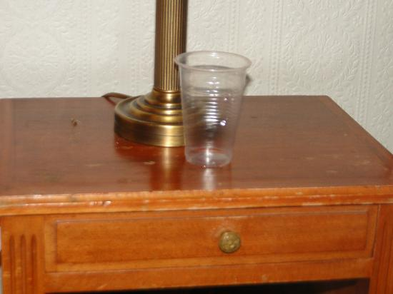 Normandy Hotel: Don't you just love the crystal glasses?