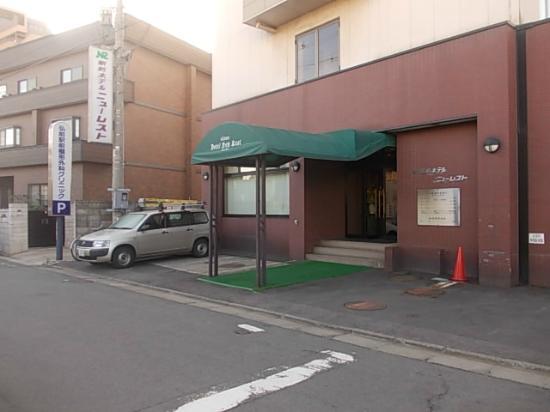 Eki-mae Hotel New Rest: entrance