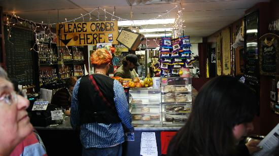 Daily Grind Cafe : Busy counter