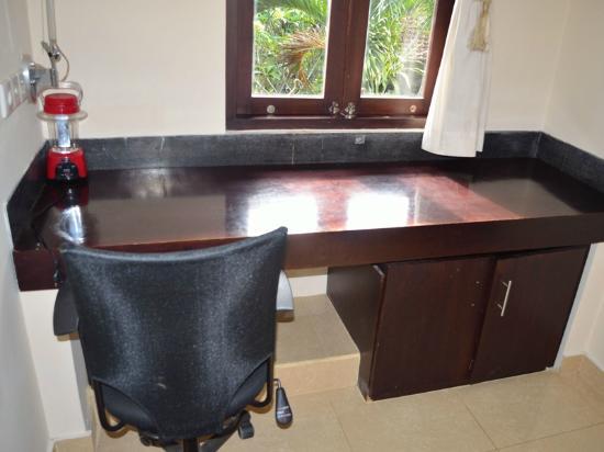 Bebek Tepi Sawah Villas & Spa: Study Room