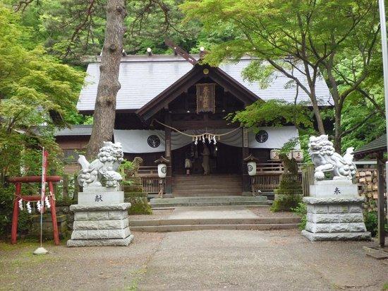 Joetsu, Jepang: 入り口横の春日山神社
