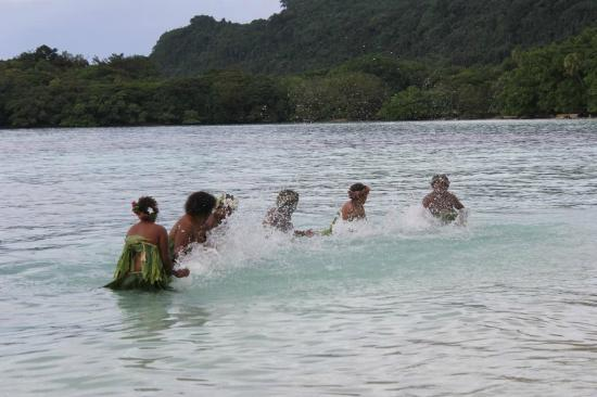 Village de Santo Resort: Water Ladies incredible performance at our wedding organised by Bev