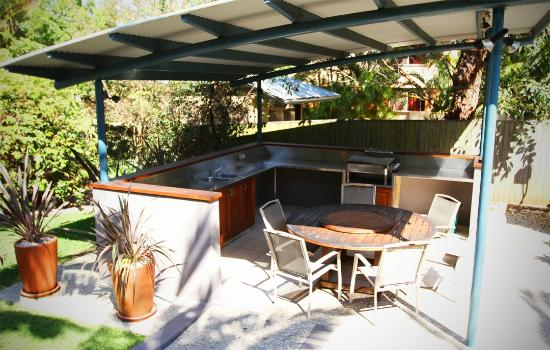 Outdoor Covered Bbq Area Picture Of Byron Beachcomber