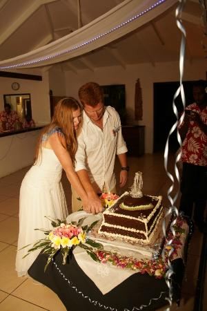Village de Santo Resort: Our deliscious Choclate Gateau Wedding Cake - Thank you Francois!