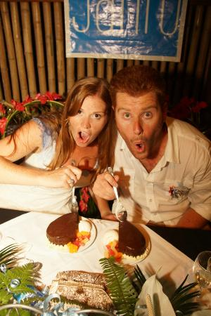 Village de Santo Resort: Enjoying our delisciously huge cake!