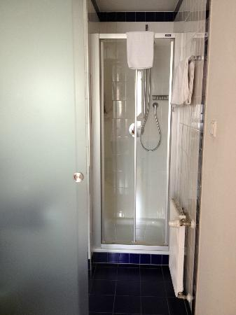 Hotel Weisses Kreuz: Shower