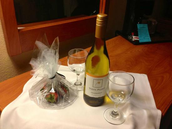 Miracle Springs Resort and Spa: Wine & Chocolate Strawberry
