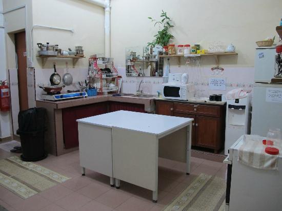 Roof Top Guest House Melaka: Kitchen.