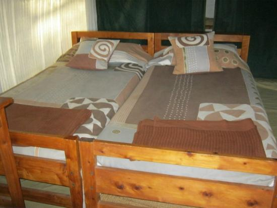 Tarangire Safari Lodge: Beds before made into double bed