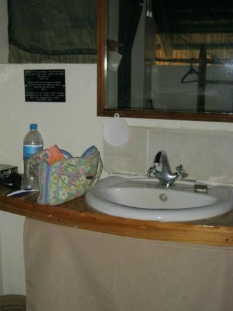 Tarangire Safari Lodge: Bathroom sink