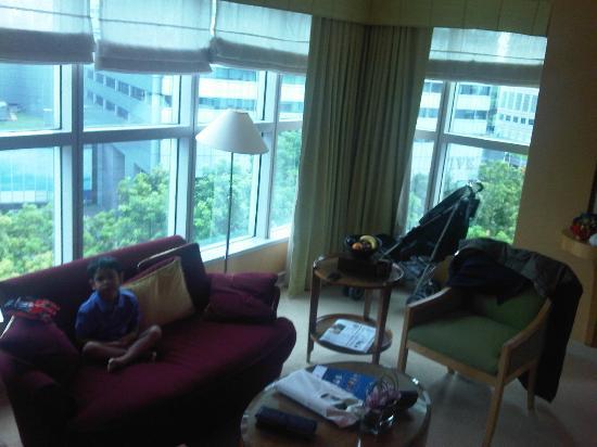 Conrad Centennial Singapore: junior suite front room 