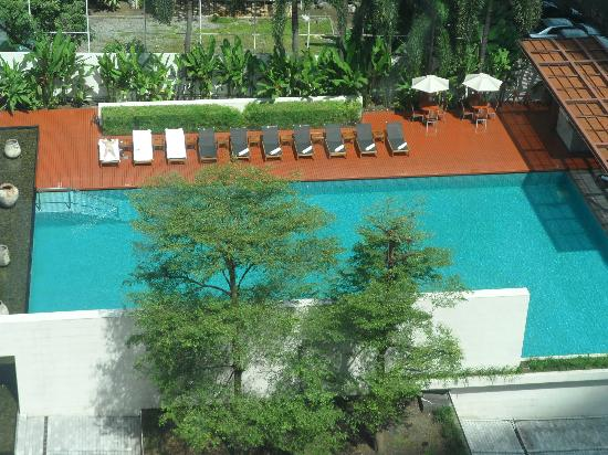 COMO Metropolitan Bangkok : A view of the pool