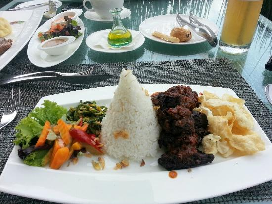 Padma Hotel Bandung: The food in the Restaurant