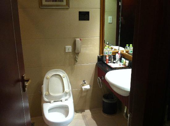 La Nice International Hotel: Dated but clean