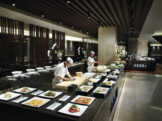 The Classic 500 Executive Residence Pentaz: Buffet restaurant