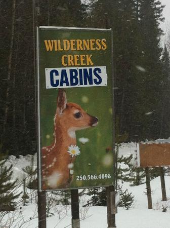 Wilderness Creek Cabins: Hwy5 location sign, 1/4 mile north of Valemount