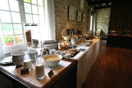 شاتو دو مارساي: Breakfast Area