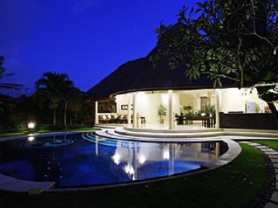 Dusun Villas Bali: Three bedroom villa - night