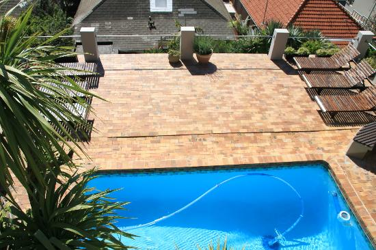 Bluegum Hill Guesthouse and Apartments: Pool area
