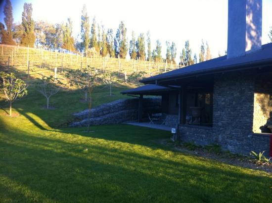 Black Barn Retreats : large garden for kids