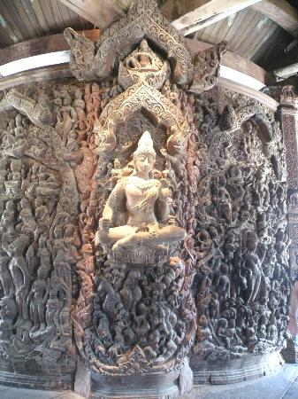 Sanctuary of Truth (Prasat Sut Ja-Tum): Inside (vhisna)