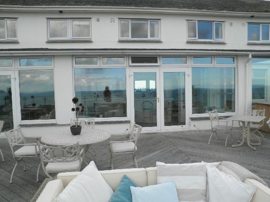 Boskerris Hotel: Terrace over looking the sea