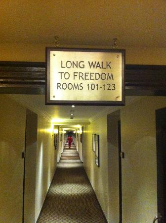 The Soweto Hotel on Freedom Square: Corridor