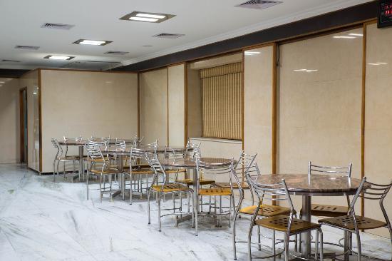 Hotel Bharat: Front Hall