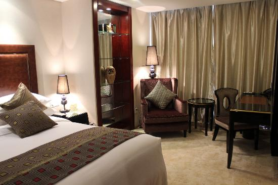 Howard Johnson Business Club Hotel Shaoxing: Deluxe Suite