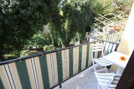 Forgotten Garden: Balcony