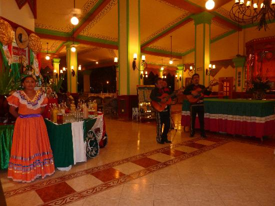 Hotel Riu Playacar: Mexican evening