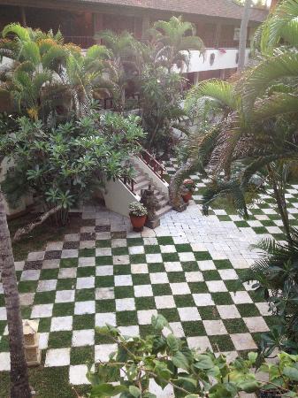 Nusa Dua Beach Hotel & Spa: Bereich zwischen den Hoteltrakten