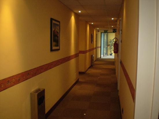 Medea Hotel: corridoio