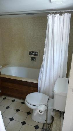 The Hand and Flowers: Bathroom - Angus Suite