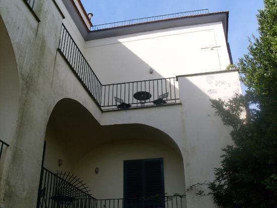 Villa Romita: balconcito con vista a sorreto