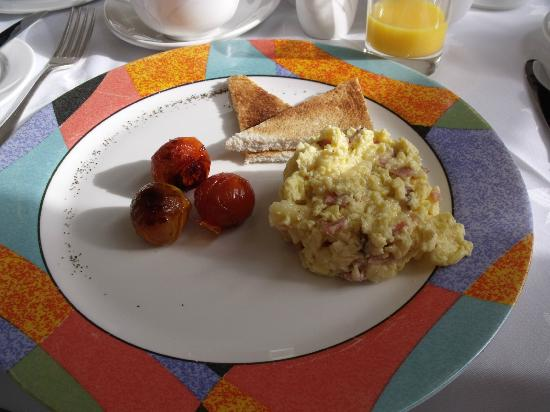 Castlewood House: Scrambled eggs w/cheese - tasty